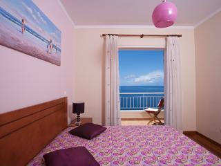 Bedroom 2 with balcony and sea view.