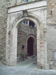 Arco della nobile famiglia Ansidei, che un tempo governava il feudo di Ripa