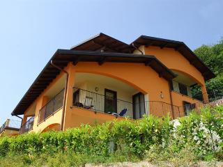 La Vigna Arneis 1 - Envious lake views and splendid facilities!