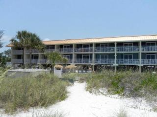 Club Bamboo Resorts - Gulf Front Rooms!, Holmes Beach