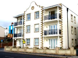 stunning sea view apartment 3, Folkestone