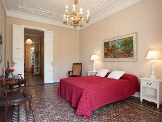 Central 4BR/2BR Apartment with lift, Barcellona