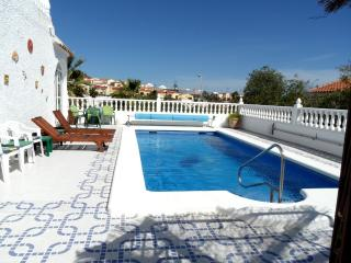 4 Bedroom  Detached Air- Conditioned with Pool, La Marina