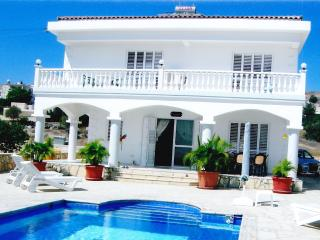 Casa-Blanca Sleeps 4/6/8 People, Pissouri