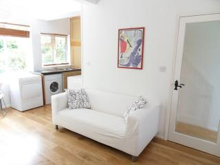 lovely garden studio flat