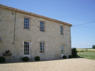 Traditional Charentaise Farmhouse nr La Rochelle, Sandy beaches 20 mins.