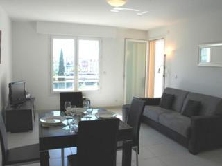 Charming 1 Bedroom Bristol Park Apartment with a Terrace, Cannes