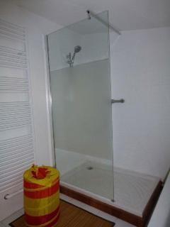 Détail salle de bain chambre 1