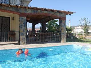 Luxury villa with private pool & 10 min from beach