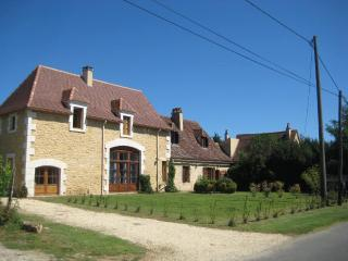 Front view of house approaching from Tremolat