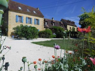 Cottages at 'Le Jardin des Amis' - Tilleul on left