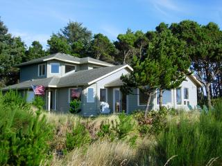 Waterfront on the Siletz Bay, Kayaks, Hot Tub, Crab Traps, Lincoln City