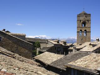 Casa Bernad Aínsa (2-12 pax)