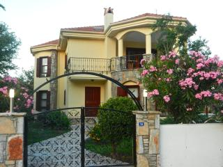 Beautiful detached private villa, pool & gardens, Dalyan