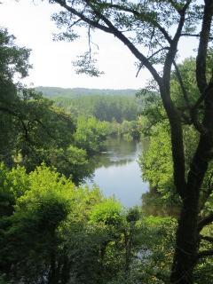 River Vézere nearby La Goulette