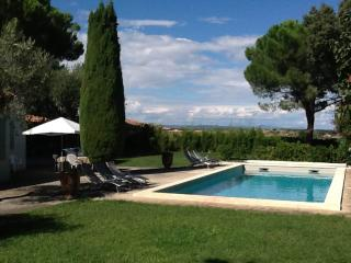 la bressonière, villa with extensive garden and private pool,walk to shops