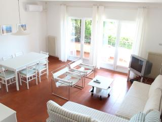 Fully air conditioned flat, WIFI and swimming pool, Malcesine