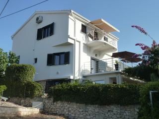 VILLA ROZA -5 bdrms, 4 baths, view, 2 min to beach
