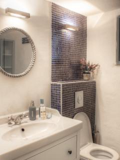 BLUE Apartment - Bathroom