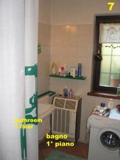 bagno con doccia al primo piano