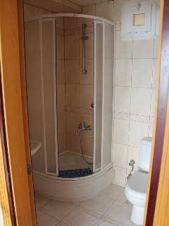 doublebedroom bathroom2
