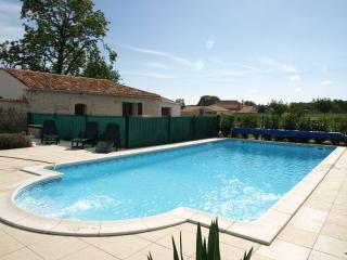 Le Marronnier - luxury family-friendly gite, Brives-sur-Charente