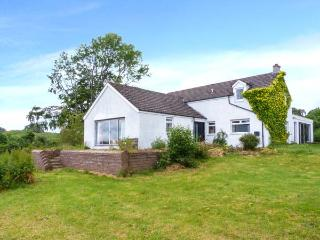 BRAE OF AIRLIE FARM, ground floor twin with en-suite, lawned garden with furnitu