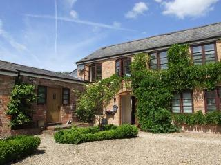 PRIMROSE, romantic retreat, WiFi, baby-friendly, enclosed garden, near The New Forest, Ref. 904108, Newnham-on-Severn