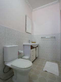 Bathroom 2.