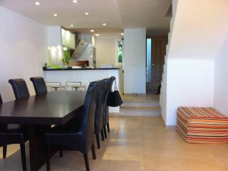 Apartment Ernesto. Next to beach. Pool. WIFI., Cala Ferrera