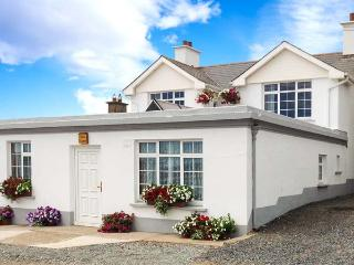SEASCAPE, superb location on harbour in Slade, sea views, close to famous lighth