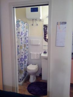 Bathroom (lavabo+wc/bidet+shower)