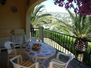 Enjoy 'el fresco' dining on the balcony