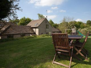 Hazleford adjoins Windrush Cottage, the cottage grounds are ideal for alfresco dining