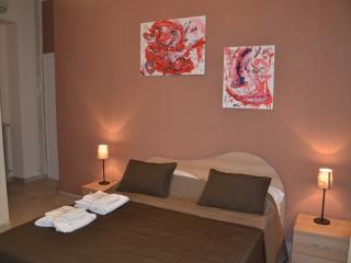 Camera con bagno esterno riservato, aria condizionata, TV LCD, Wifi gratuito e poggia valigia