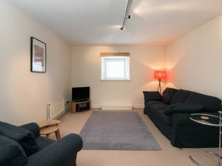 5* Spacious and comfortable 1 bed flat near city centre with private car parking