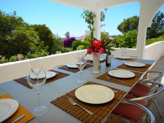 Villa Cara, 5 bed villa, no car required, sea view, Carvoeiro