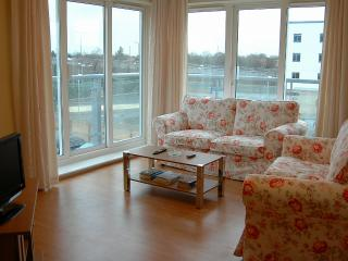 Sundeala Close; 2 bedroom flat, Sunbury-On-Thames
