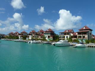 Ambrosine, Eden Island