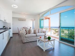 Crystal Bay Marina - Penthouse Apartment, Ayios Amvrosios