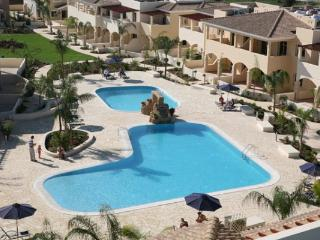 LUXURY APT E204 IN GREAT LOCATION WITH POOL& SEA VIEWS!