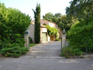 Villa Valbonne - ample parking space on own grounds