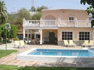 Beautiful villa in Coin, sleeps 8,pool heating