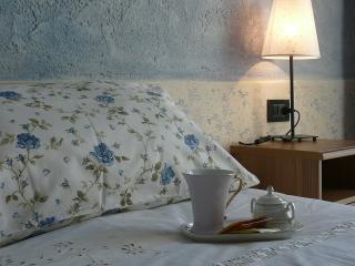 Villa Pille B&B camera azzurra/ Blue room, Monzambano