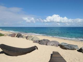 *PLEASE ASK ABOUT OUR SPECIAL OFFERS* La Perla Classic - Beach Front - 1 Bedroom, Sint Maarten