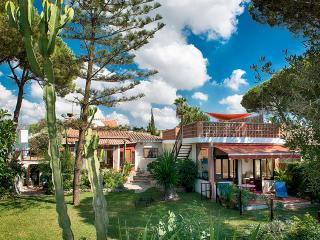 Garden Cottage Apt , beachfront, natural dune area, Marbella