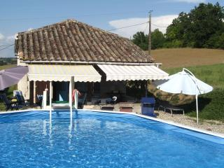 French holiday country cottage and private pool, Brassac