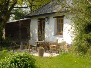 Great Burrow Cottage. Dartmoor views, nr beaches.
