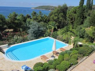 Villa piscine face mer Sagone