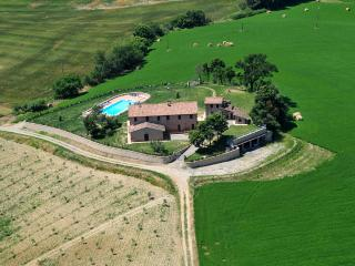 TUSCANiY  VILLA  &  POOL, TOP OF HILL  -  Chianciano Terme
